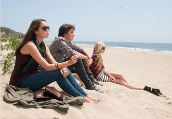 The Bling Ring: Katie Chang in spiaggia con Israel Broussard e Claire Julien