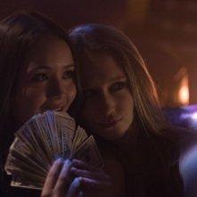 The Bling Ring: Taissa Farmiga e Katie Chang in una scena