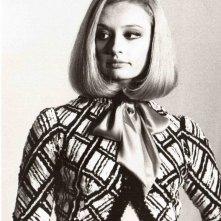 un ritratto in bianco e nero Raffaella Carrà