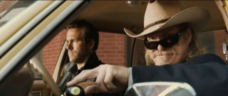R.I.P.D.: Ryan Reynolds con Jeff Bridges in una scena del poliziesco fantascientifico