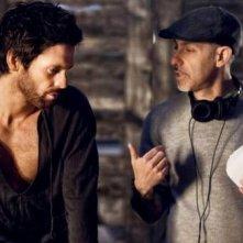 David S. Goyer sul set di Da Vinci's Demons con Tom Riley