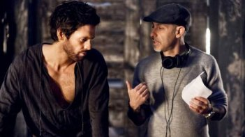 David S. Goyer sul set di Da Vinci's Demons con Tom Riley