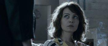 Il cecchino: Violante Placido in una scena del film nei panni di Anna