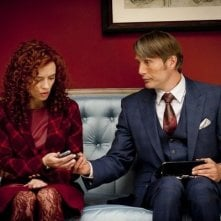 Hannibal: Mads Mikkelsen e Lara Jean Chorostecki nell'episodio Amuse-Bouche