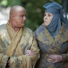 Il trono di spade: Conleth Hill e Diana Rigg nell'episodio And Now His Watch Is Ended
