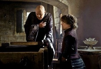 Il trono di spade: Conleth Hill e Peter Dinklage nell'episodio And Now His Watch Is Ended