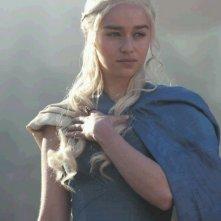 Il trono di spade: Emilia Clarke è Daenerys Targaryen nell'episodio And Now His Watch Is Ended