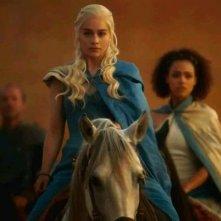 Il trono di spade: Emilia Clarke è la nobile Daenerys Targaryen nell'episodio And Now His Watch Is Ended