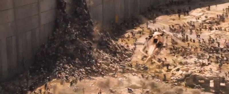 World War Z: la 'presa' di Gerusalemme da parte degli zombie in una scena del film