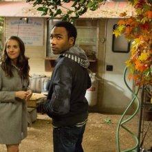 Community: Alison Brie e Donald Glover in una scena dell'episodio Advanced Documentary Filmmaking