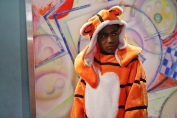 Community: Donald Glover nell'episodio Paranormal Parentage