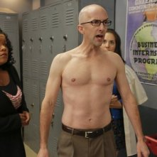 Community: Jim Rash, Yvette Nicole Brown e Alison Brie nell'episodio Basic Human Anatomy