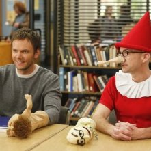 Community: Joel McHale e Jim Rash nell'episodio Intro to Felt Surrogacy