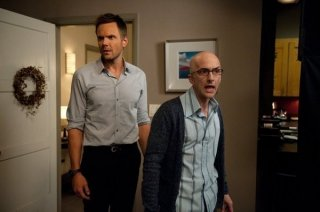 Community: Joel McHale e Jim Rash nell'episodio Intro to Knots