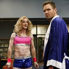 Community: Joel McHale e Jim Rash nell'episodio Paranormal Parentage