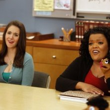 Community: Yvette Nicole Brown ed Alison Brie nell'episodio Intro to Felt Surrogacy