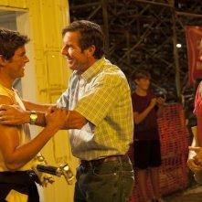 At Any Price - Zac Efron con Dennis Quaid e Kim Dickens in una scena