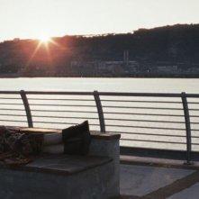 Esterno sera: Valentina Acca su una panchina in riva al mare