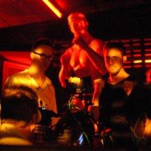 Ryan Gosling insieme al regista Nicolas Winding Refn sul set di Only God Forgives