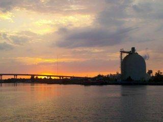 The Bay: il tramonto sulla baia in una scena dell'horror di Barry Levinson