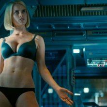 Una sexy Alice Eve in una scena di Star Trek Into Darkness