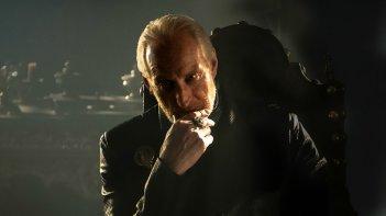 Il trono di spade: Charles Dance in una scena dell'episodio Kissed by Fire
