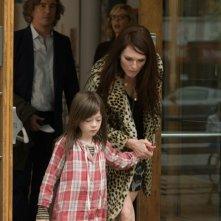 Julianne Moore e Onata Aprile sono madre e figlia in Quel che sapeva Maisie
