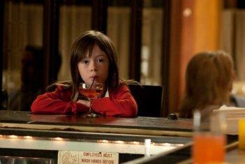Onata Aprile in Quel che sapeva Maisie: una scena del film