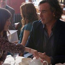 Steve Coogan e Onata Aprile in Quel che sapeva Maisie
