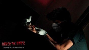Under the Knife: Kim Jyeong-ah e Jin-geun Kim in una scena del film