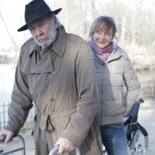 Jean-Pierre Marielle con Julie Ferrier in La fleur de l'age