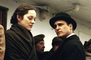 The Immigrant: Marion Cotillard insieme a Joaquin Phoenix in una scena