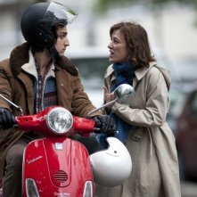 A Castle in Italy: Valeria Bruni Tedeschi insieme a Louis Garrel in una scena