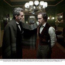 Daniel Day-Lewis e Joseph Gordon-Levitt in una scena