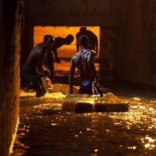 Grigris: Souleymane Démé di spalle in una scena del film