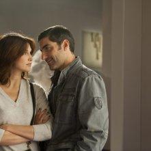 Helena Noguerra con Ary Abittan in Hotel Normandy, film francese del 2013