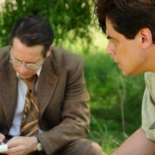 Jimmy P. (Psychotherapy of a Plains Indian) : Benicio Del Toro insieme a Mathieu Amalric in una scena del film