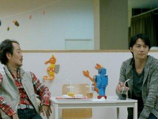 Like father, Like son: Lily Franky e Masaharu Fukuyama in una scena