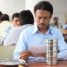 The Lunchbox: il protagonista Irrfan Khan in una scena del film