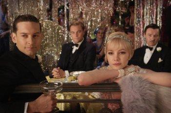 Il grande Gatsby: Tobey Maguire con Carey Mulligan, Joel Edgerton e Leonardo DiCaprio