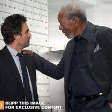 Now You See Me: Mark Ruffalo e Morgan Freeman in un'immagine promozionale del film