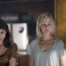 Adelaide Clemens in No One Lives con Lindsey Shaw