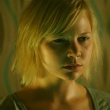 Adelaide Clemens in No One Lives, nel ruolo di Emma