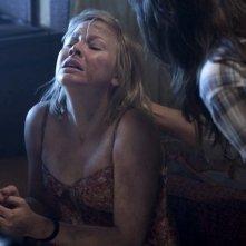 Adelaide Clemens in una sequenza violenta di No One Lives