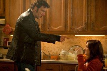 Blood ties: Clive Owen e Marion Cotillard  in una scena del thriller