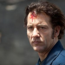 Blood ties: il protagonista del film Clive Owen in una scena