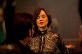 Blood ties: Marion Cotillard nei panni di Monica in una scena del thriller