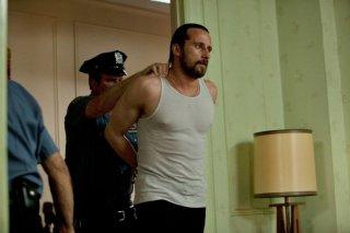 Blood ties: Matthias Schoenaerts ammanettato in una scena del film