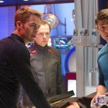 Chris Pine in una scena di Into Darkness - Star Trek con Simon Pegg e Karl Urban