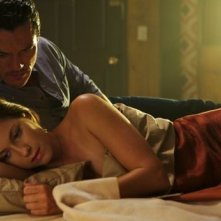 Luke Evans con Lindsey Shaw nel thriller-horror No One Lives, del 2013